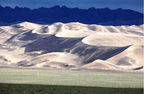 Khongoriin-Els-sand-dune-1.jpg
